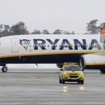 Boeing 737 Ryanair reg EI-FTJ
